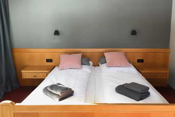 Doppelzimmer - Kleinwalsertal Lodge - Baad